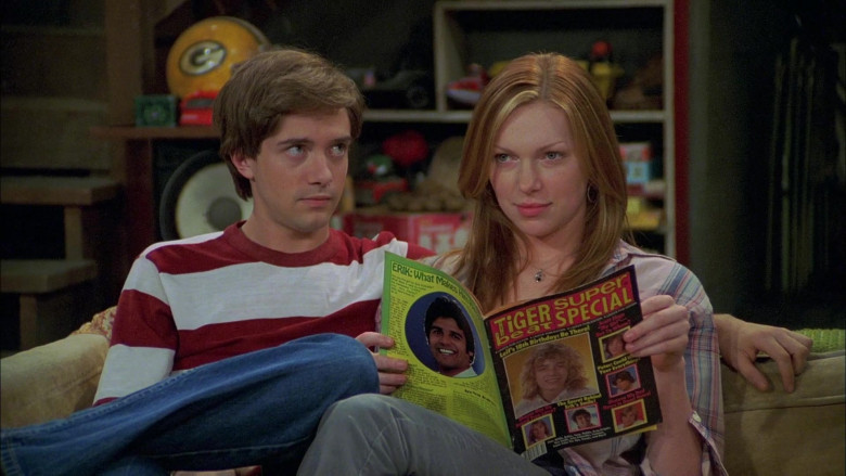 Actress Laura Prepon as Donna Reading Tiger Beat Magazine in That '70s Show Season 6 Episode 2