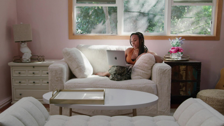 Actress Nicolette Robinson as Sade Using Apple MacBook Laptop in Love in the Time of Corona TV Show by Freeform (1)