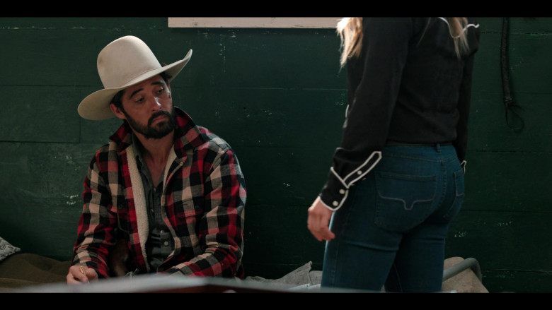 Actress Wears Kimes Ranch Women's Jeans Outfit in Yellowstone S03E09 TV Show (2)