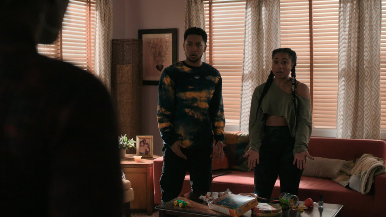 Adidas Originals Graphic Sweatshirt in The Chi S03E07 (1)