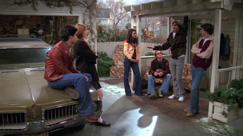 Adidas Shoes, Gray Pants and Plaid Jacket Worn by Ashton Kutcher as Michael in That '70s Show S05E13 (1)