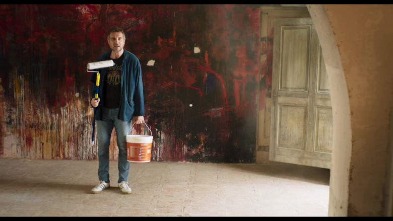 Adidas Sneakers and Casual Outfit of Liam Neeson in Made in Italy (1)