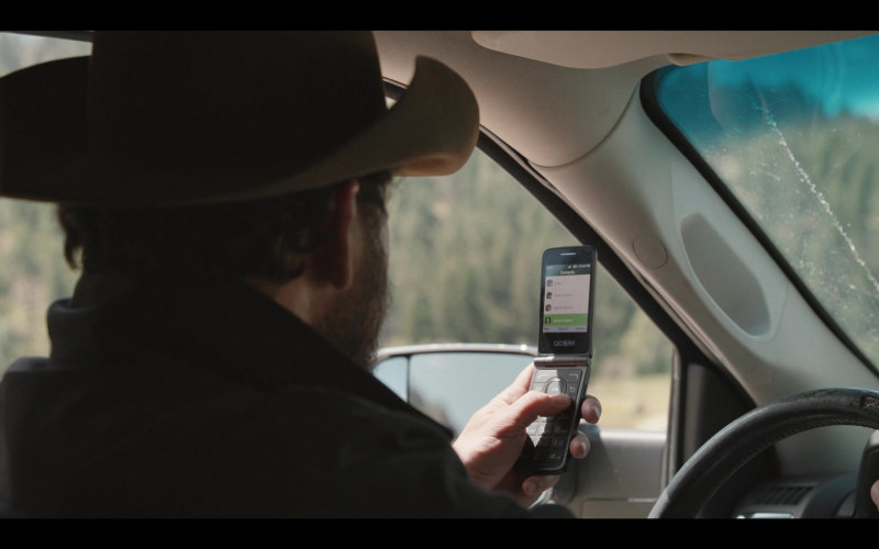 Alcatel Phone of Cole Hauser as Rip Wheeler in Yellowstone S03E10