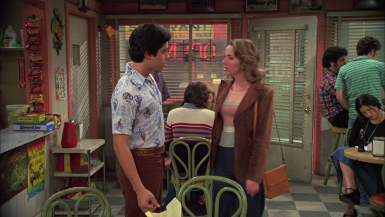 Almond Joy Candy Bars in That '70s Show S05E21