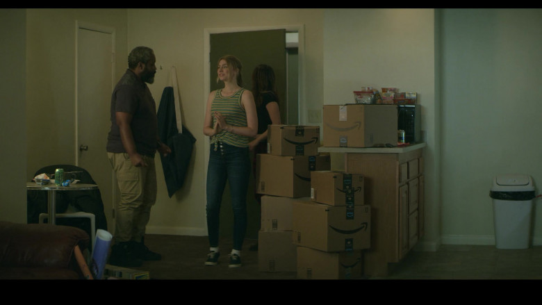 Amazon Prime Online Store Boxes in Teenage Bounty Hunters S01E05