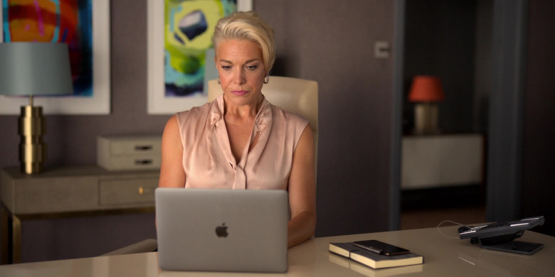 Apple MacBook Air Laptop Used by Hannah Waddingham as Rebecca Welton in Ted Lasso S01E02 (1)