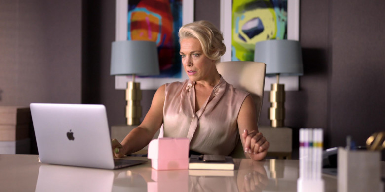 Apple MacBook Air Laptop Used by Hannah Waddingham as Rebecca Welton in Ted Lasso S01E02 (2)
