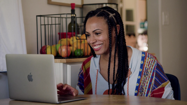 Apple MacBook Laptop Used by Nicolette Robinson as Sade in Love in the Time of Corona S01E01 (2)