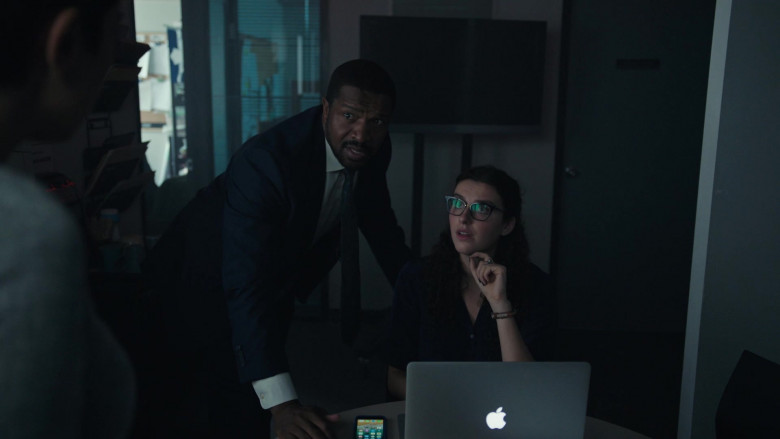 Apple MacBook Laptop in Coroner S01E04