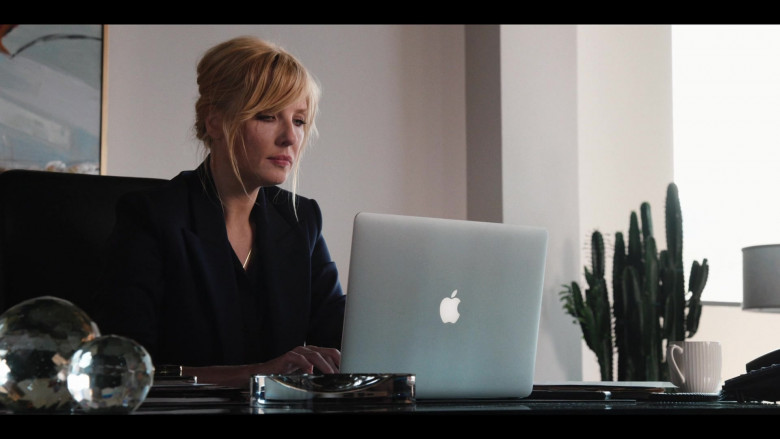 Apple MacBook Laptop of Kelly Reilly as Beth in Yellowstone S03E08