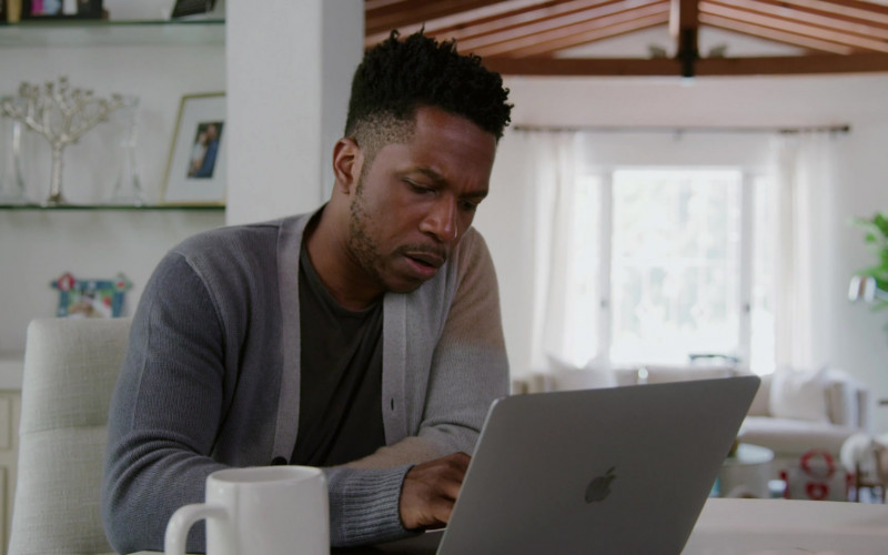 Apple MacBook Laptop of Leslie Odom Jr. as James in Love in the Time of Corona S01E02