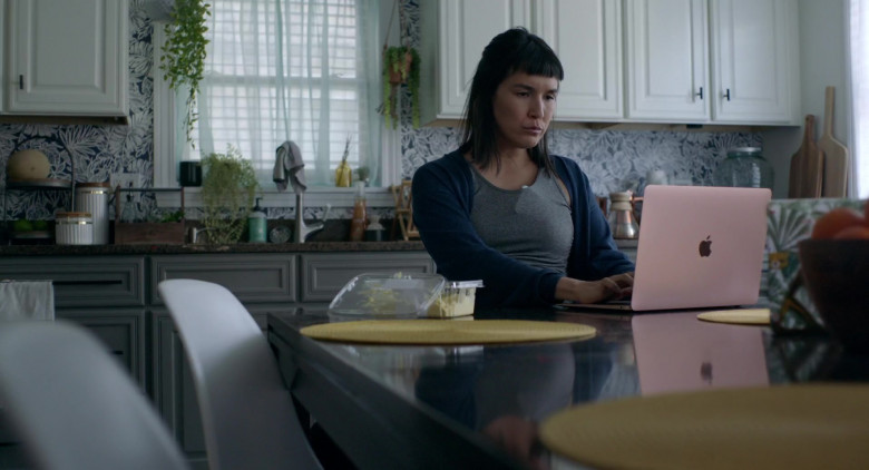 Apple MacBook Laptop of Zoë Chao in I Used to Go Here (2020)