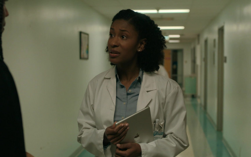 Apple iPad Tablet in The Chi S03E07
