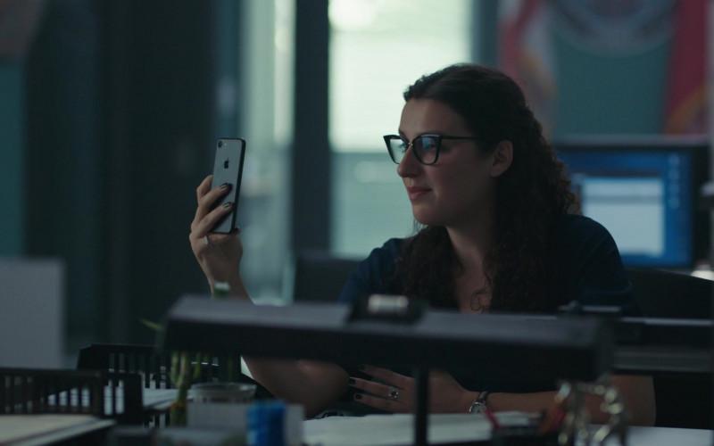 Apple iPhone Smartphone in Coroner S01E04