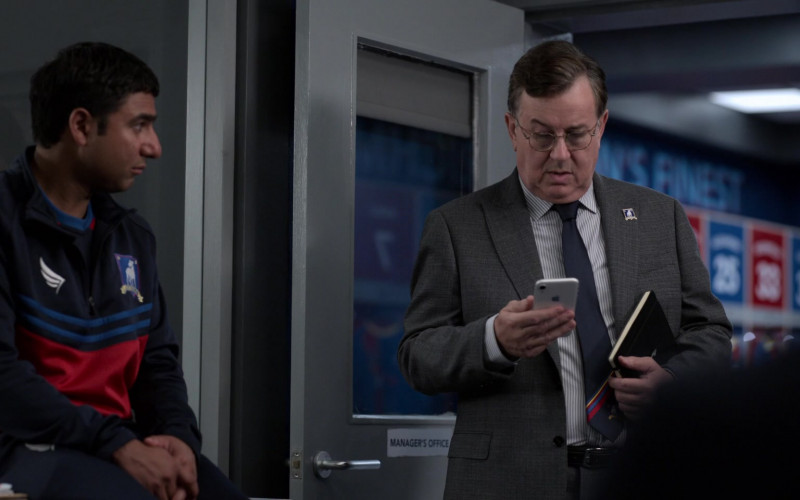 Apple iPhone Smartphone of Jeremy Swift as Higgins in Ted Lasso S01E05
