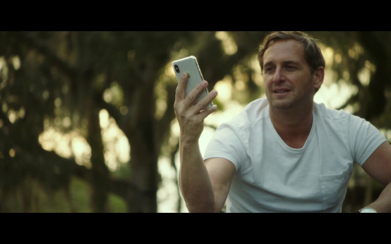 Apple iPhone Smartphone of Josh Lucas as Bray Johnson