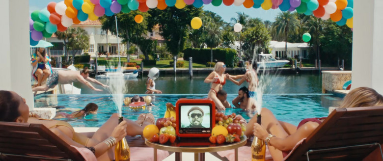 Armand de Brignac Champagne Gold Bottles in VIDA LOCA by Black Eyed Peas, Nicky Jam & Tyga (1)