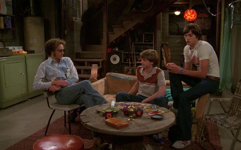Ashton Kutcher as Michael Kelso Wears Adidas White Sneakers, Jeans and T-Shirt Outfit in That '70s Show