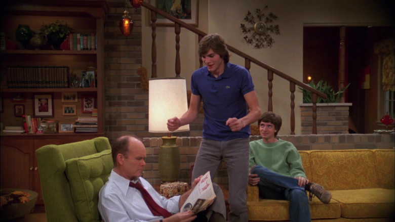 Ashton Kutcher as Michael Kelso Wears Lacoste Blue Polo Shirt Outfit in That '70s Show Season 4 Episode 9 (4)