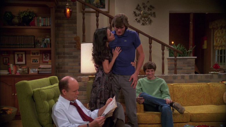 Ashton Kutcher as Michael Kelso Wears Lacoste Blue Polo Shirt Outfit in That '70s Show Season 4 Episode 9 (5)