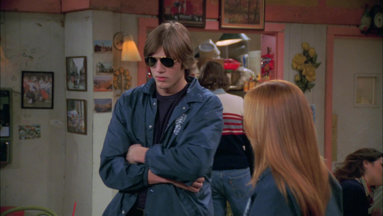 Ashton Kutcher as Michael Kelso Wears Ray-Ban Outdoorsman Aviator Sunglasses in That '70s Show (1)