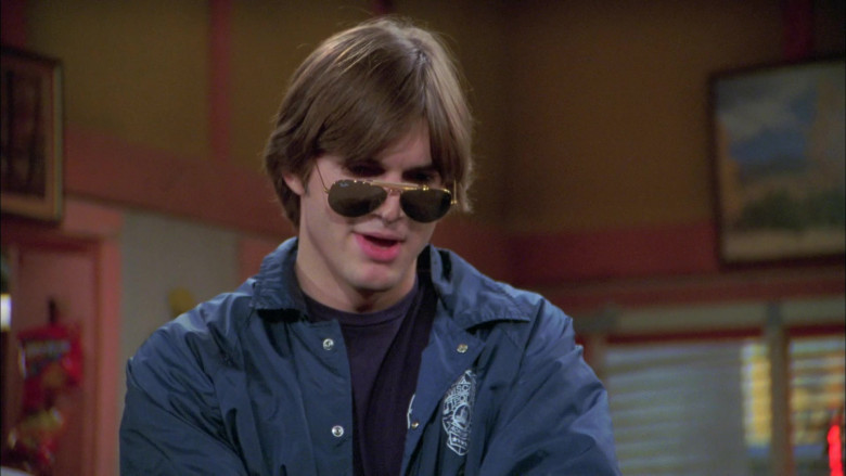 Ashton Kutcher as Michael Kelso Wears Ray-Ban Outdoorsman Aviator Sunglasses in That '70s Show (2)