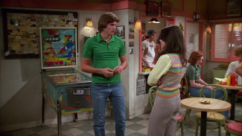 Ashton Kutcher as Michael Wears Lacoste Green Shirt and Classic Jeans Outfit in That '70s Show (2)