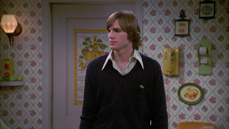 Ashton Kutcher as Michael Wears Lacoste V-Neck Sweater Outfit in That '70s Show Season 6 (3)
