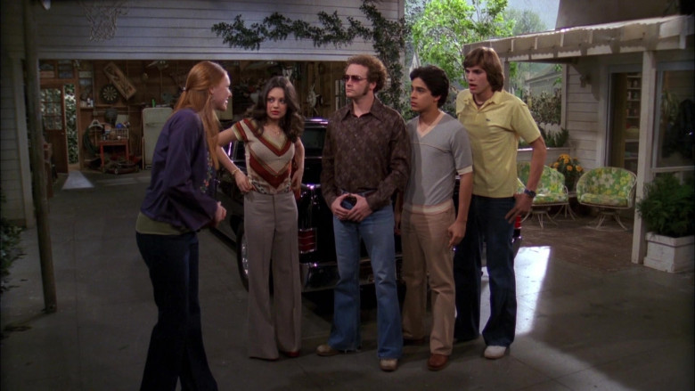 Ashton Kutcher as Michael Wears Lacoste Yellow Shirt Outfit in That '70s Show S04E03 (1)