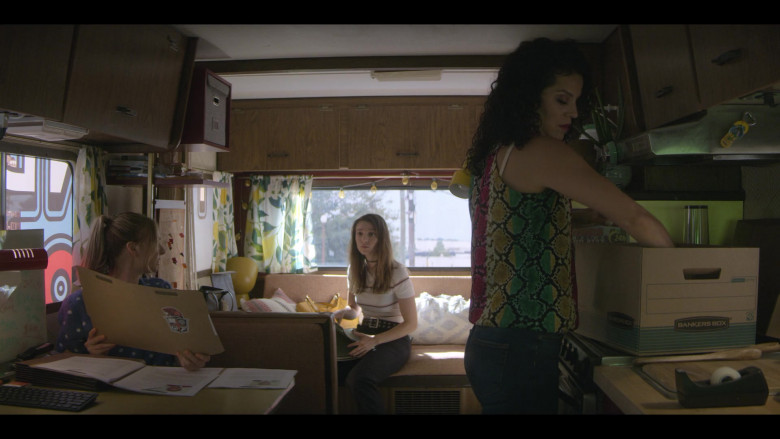 Bankers Box of Shirley Rumierk as Yolanda in Teenage Bounty Hunters S01E06