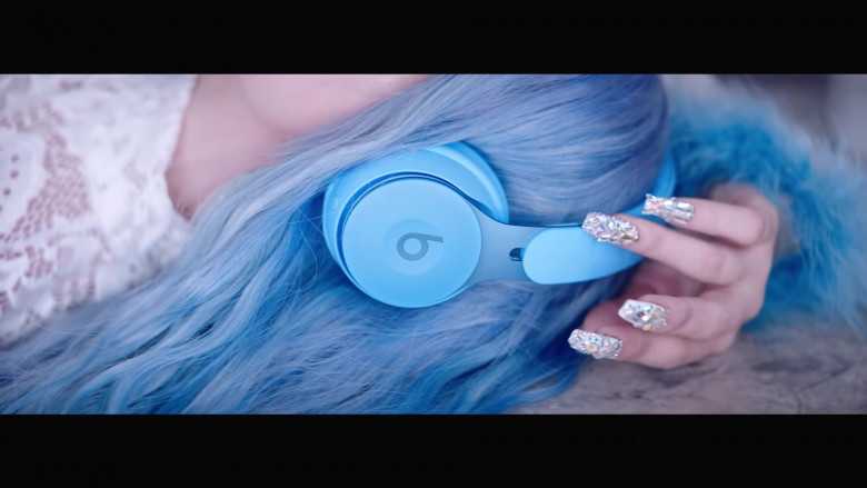 Beats Blue Headphones in Kings & Queens by Ava Max (2)