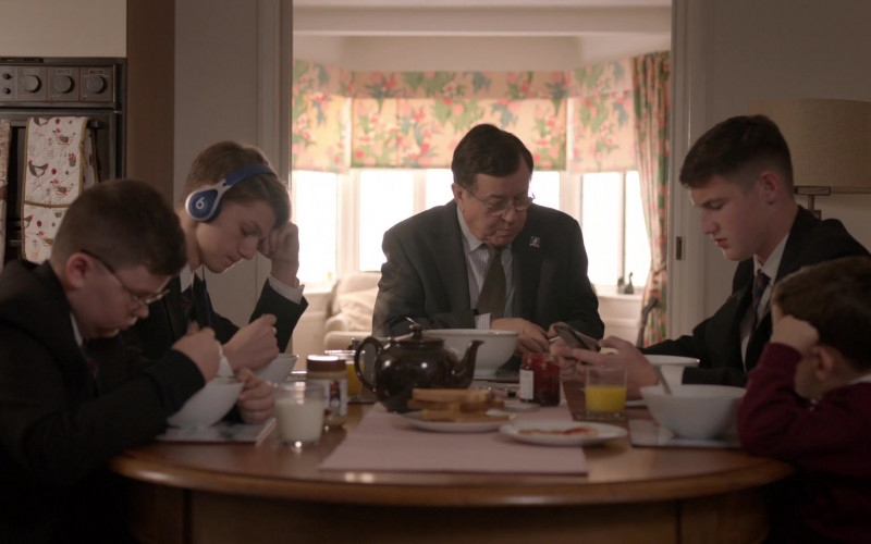 Beats Blue Headphones in Ted Lasso S01E03