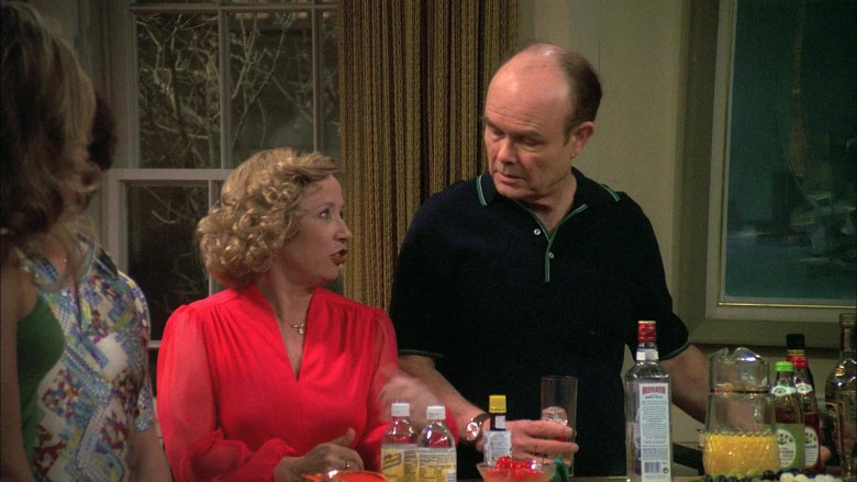 Beefeater Gin Bottle in That '70s Show S06E16 (1)