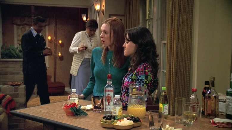 Beefeater Gin Bottle in That '70s Show S06E16 (2)