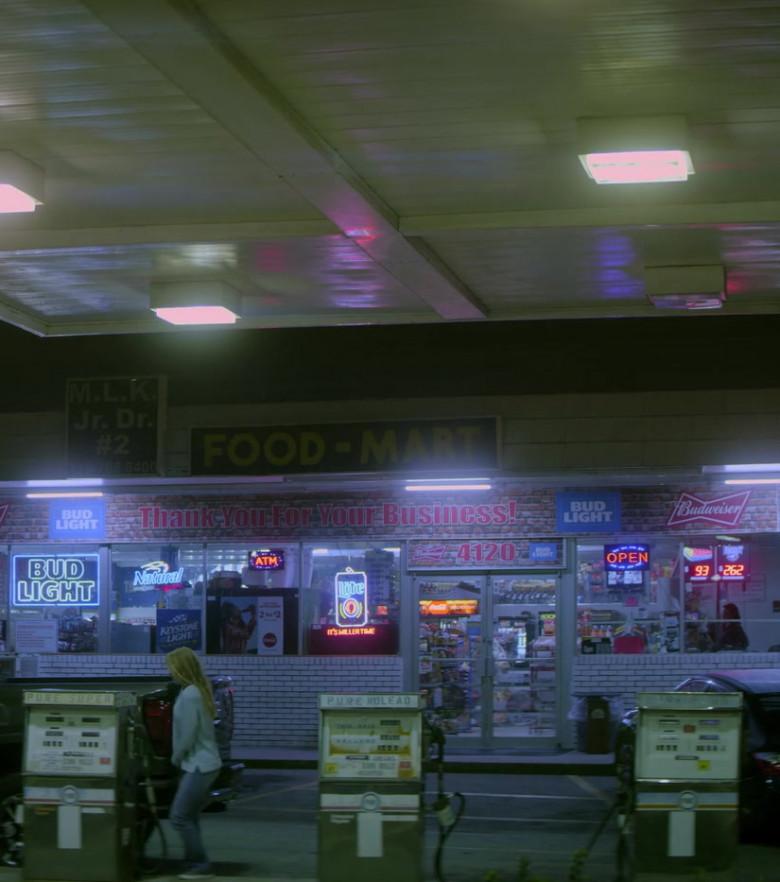Bud Light, Natural Light, Keystone Light, Miller Lite, Budweiser Signs in Teenage Bounty Hunters TV Show by Netflix