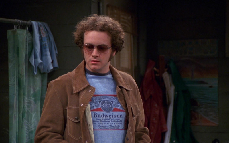 Budweiser T-Shirt and Brown Jacket Outfit of Danny Masterson as Steven in That '70s Show S03E21 (2)