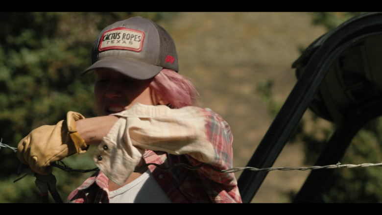 Cactus Ropes Texas Cap Outfit in Yellowstone S03E08 (1)
