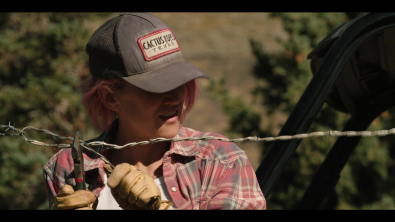 Cactus Ropes Texas Cap Outfit in Yellowstone S03E08 (2)