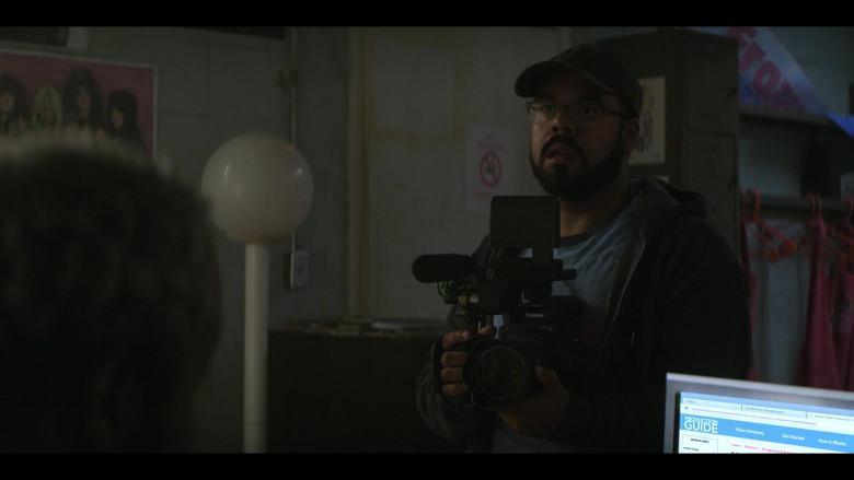 Canon Camera in Teenage Bounty Hunters S01E09