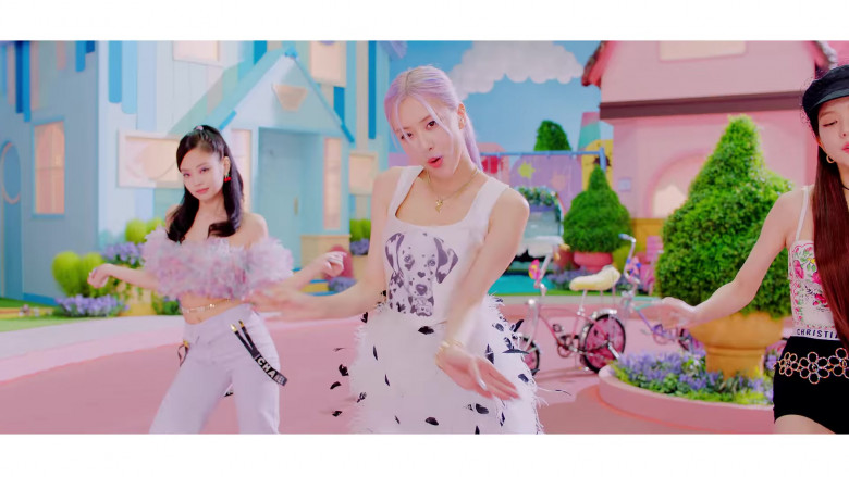 Chanel Outfits in Ice Cream by Blackpink (3)