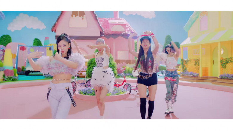 Chanel Outfits in Ice Cream by Blackpink (4)