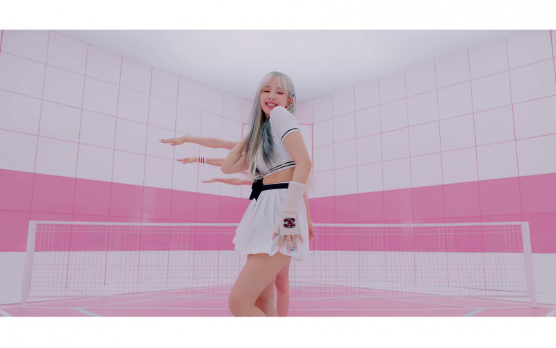 Chanel Outfits in Ice Cream by Blackpink (5)