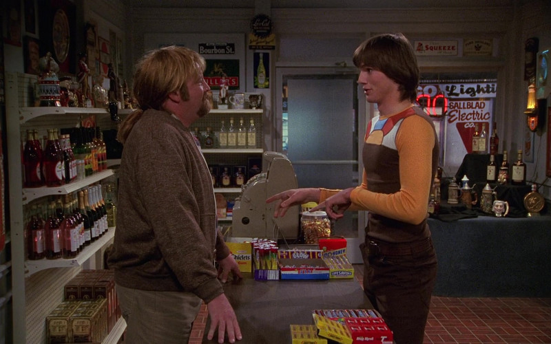 Chiclets Gum, Bazooka, Life Savers Candies, Juicy Fruit, Big Red Gum in That '70s Show S01E06