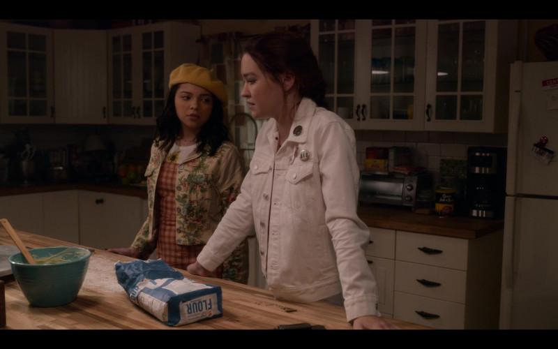 Chock full o'Nuts Coffee in The Sleepover (2020)
