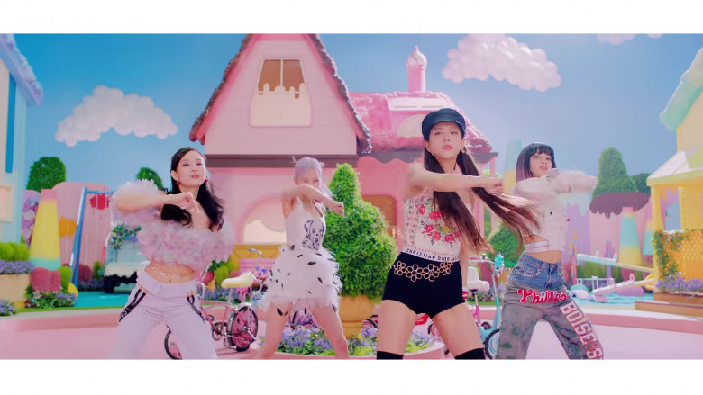 Christian Dior Outfit in Ice Cream by Blackpink (2)