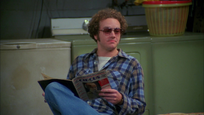 Circus Magazine Held by Danny Masterson as Steven Hyde in That '70s Show S03E15