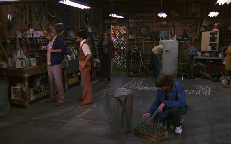 Coca-Cola Bottle Box of Ashton Kutcher as Michael Kelso in That '70s Show S01E07