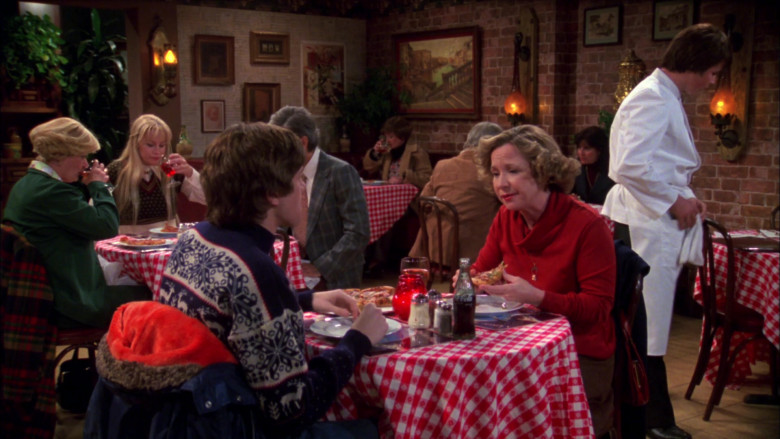 Coca-Cola Bottle of Topher Grace as Eric Forman in That '70s Show S02E18 (1)