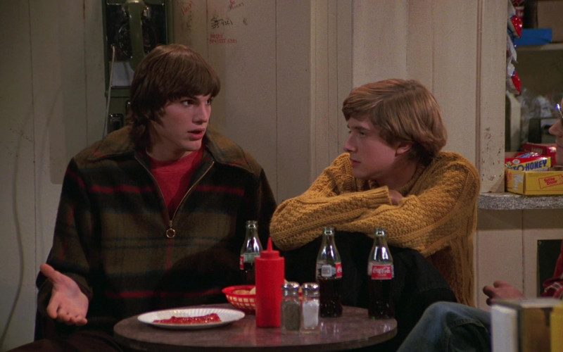 Coca-Cola Drinks in That '70s Show S01E09 (1)