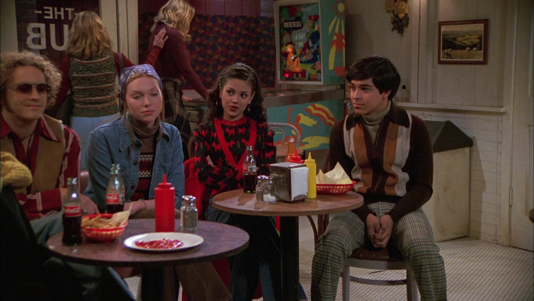 Coca-Cola Drinks in That '70s Show S01E09 (2)
